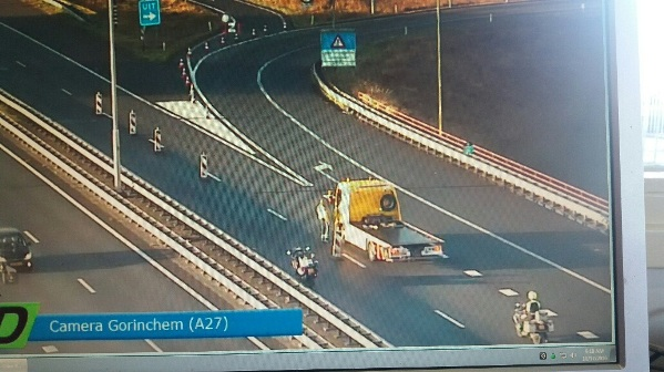 A recovery vehicle operated by Automobielbedrijf Kooijman Vianen on the Merwede Bridge on 17 October at 09:18 hours (images: VID)