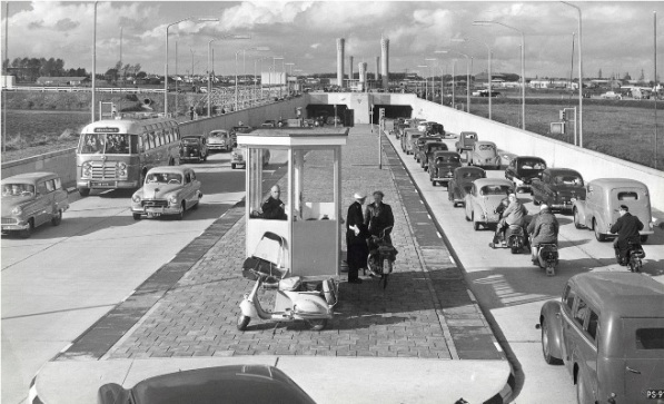 De Velsertunnel in 1957
