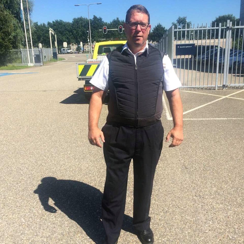Weginspecteur Wim in cooldown vest